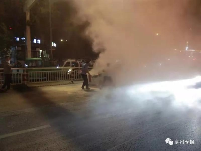 路遇火情,3名公交车驾驶员挺身而出!