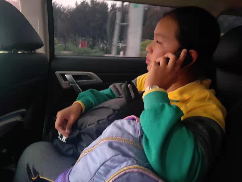 学生坐错车,公交人爱心接力送其回家......
