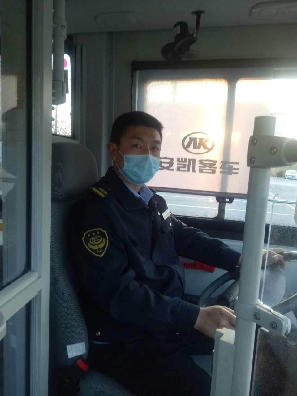 乘客公交車上突然暈倒,危急時刻, 多虧他這樣做......